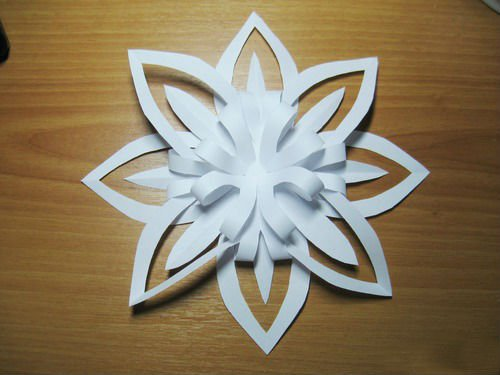 Снежинка объемная из бумаги своими руками