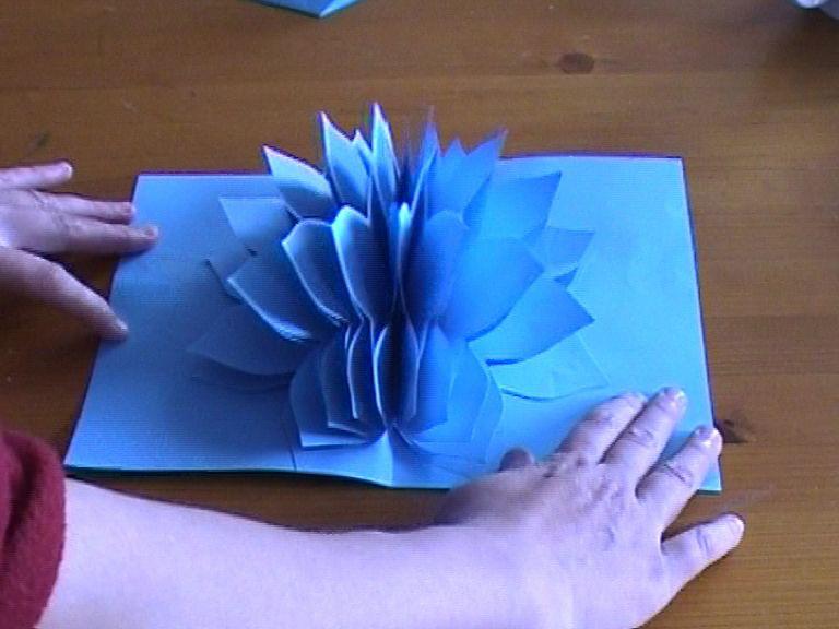 Как сделать цветок из бумаги внутри с конфетой