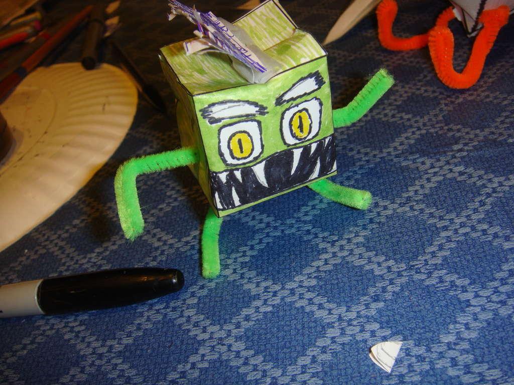 Как сделать из бумаги монстров