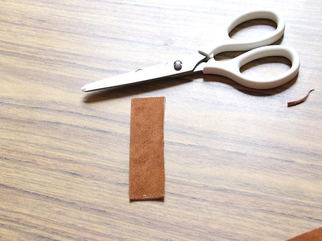 Как сделать брелок из кожи своими рукам