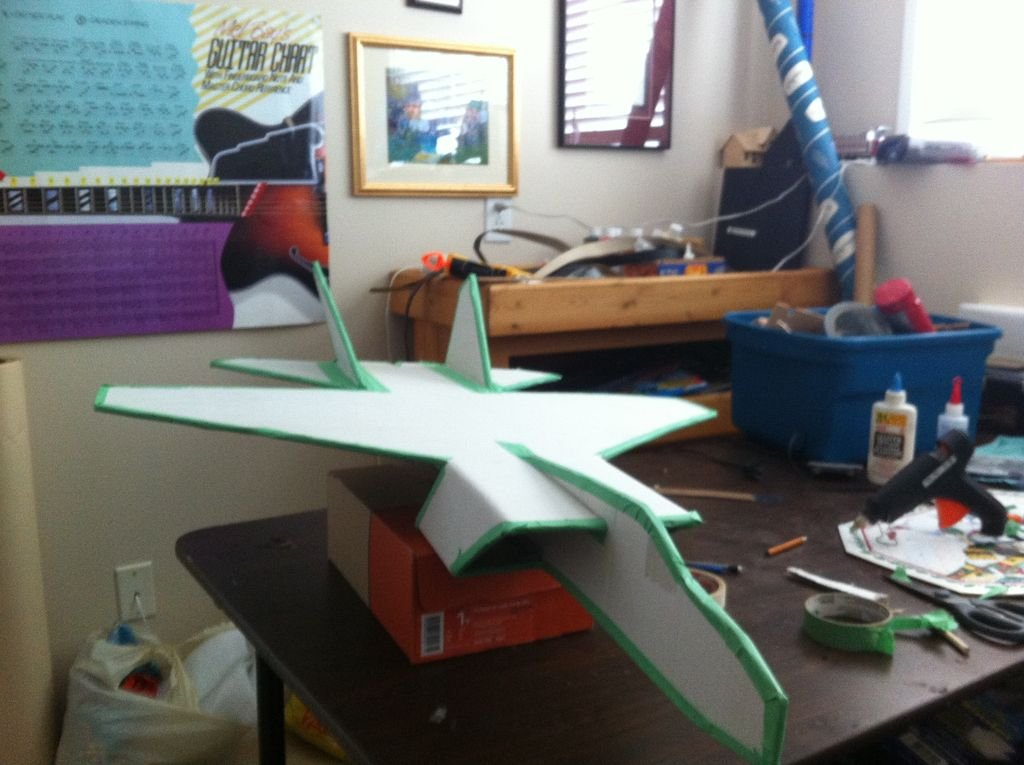 Как сделать самолёт из бумаги из скотча
