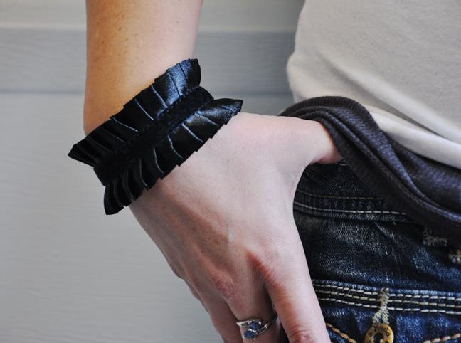 Браслет из искусственной кожи своими руками
