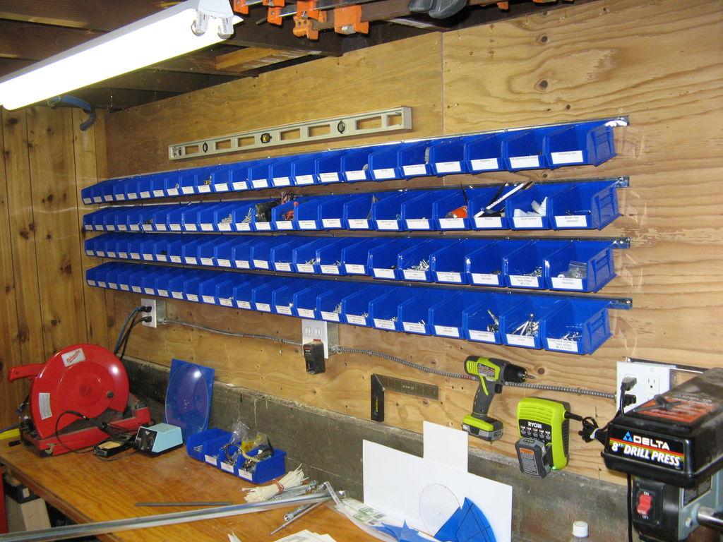 Стеллаж для инструментов в гараж